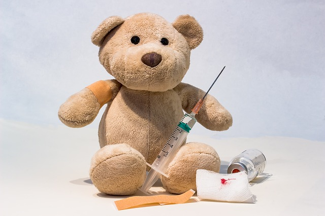 medvídek s injekcí