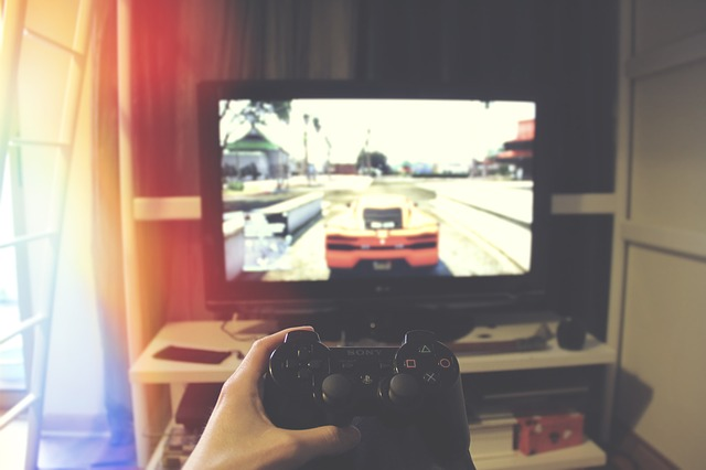 hraní na televizi