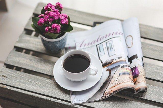 noviny s kávou.jpg