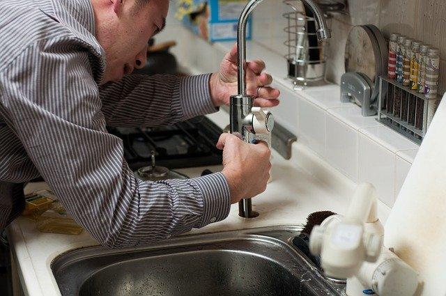 plumber-228010_640