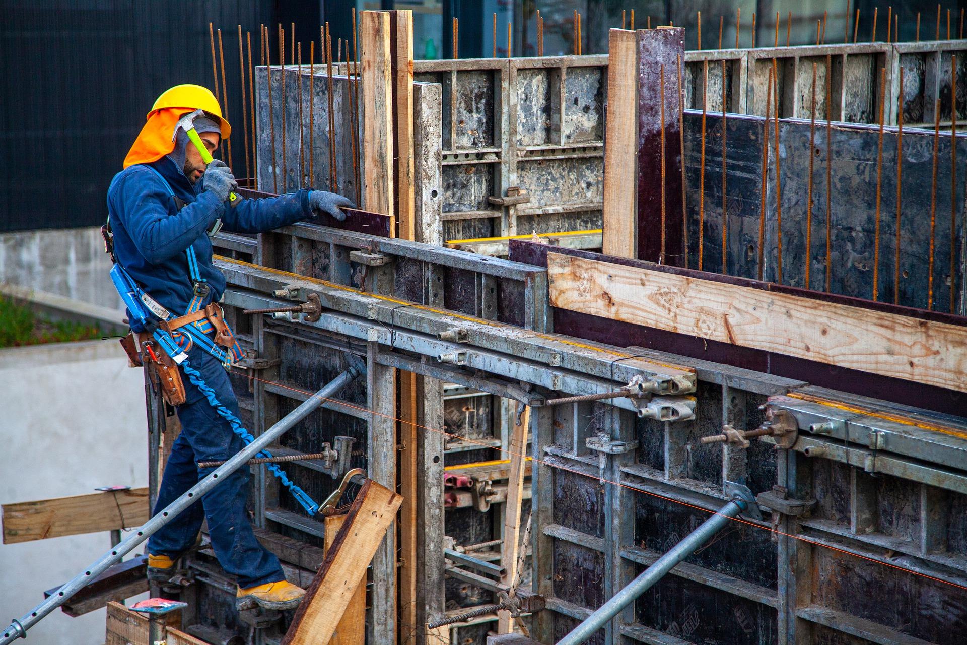 worker-6586718_1920